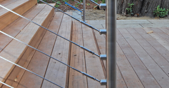 Stainless Steel Deck Cables Articulating with the Stairs