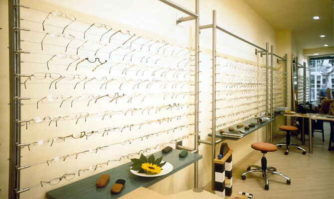 Cable display system in an opticians